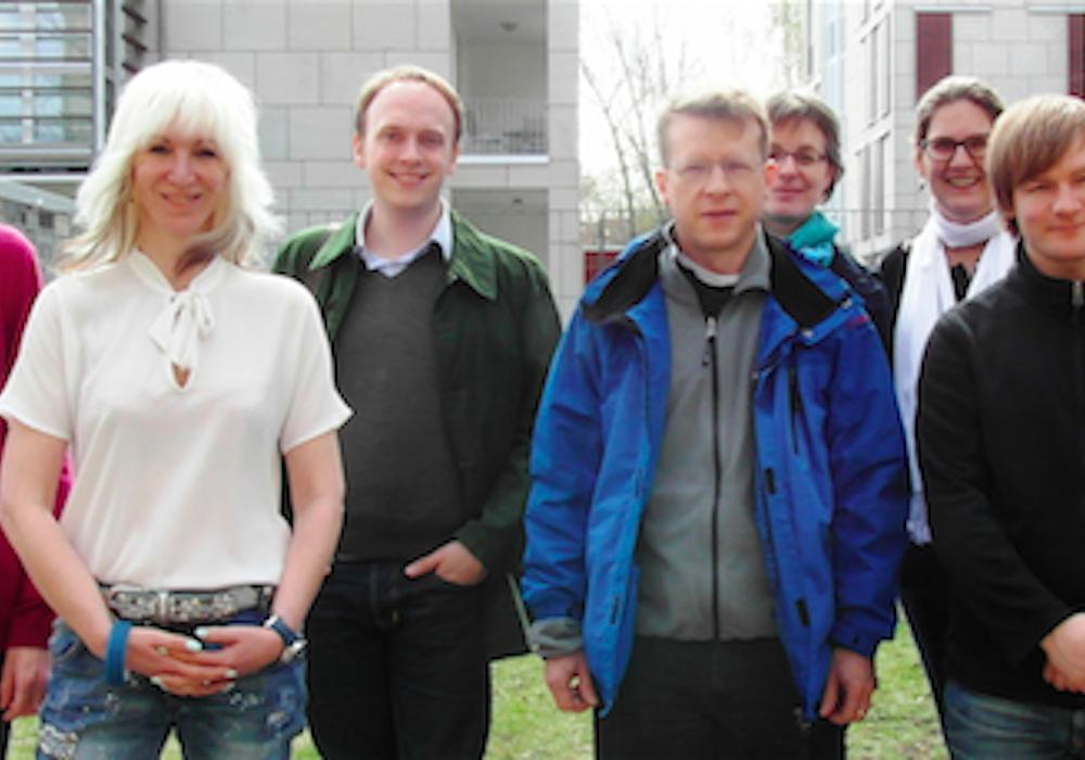 Das Team hinter der DFG-geförderten Studie: M.Sc. René Schmidt, Dr. Anja Grocholewski, M.Sc. Marian Luckhof, Dr. Till Beuerle, Prof. Dr. Ute Wittstock, Prof. Dr. Nina Heinrichs, M.Sc. Marco Grull, Prof. Dr. Frank Eggert. Foto: TU Braunschweig