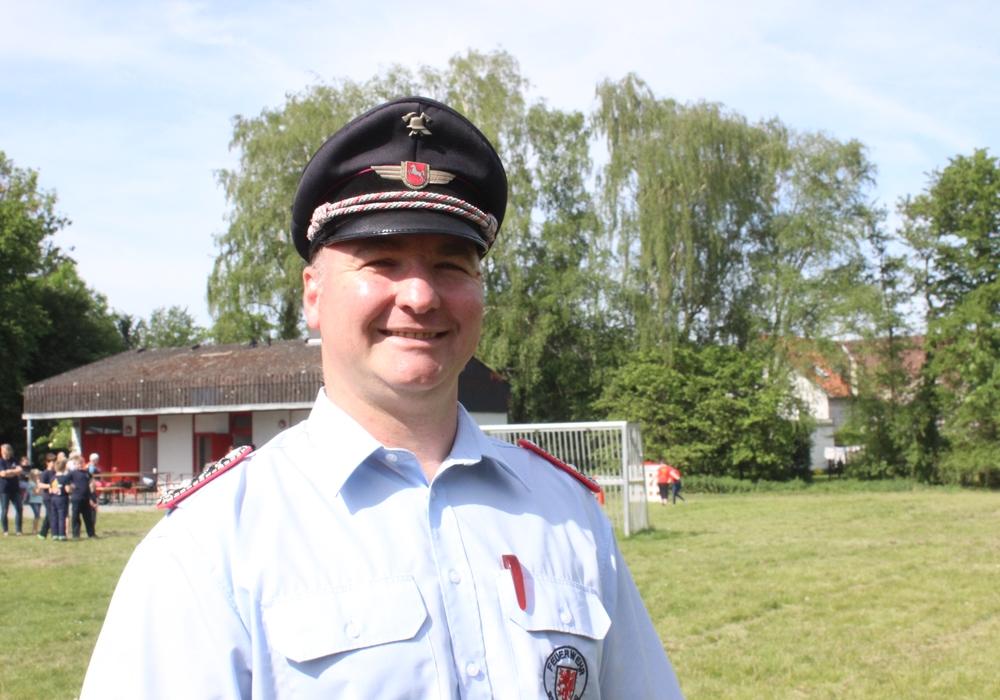 Stadt-Kinderfeuerwehrwart Marco Breihan wurde am Samstag mit der Ehrennadel in Silber des Feuerwehrverbandes Braunschweig ausgezeichnet. Fotos: Anke Donner