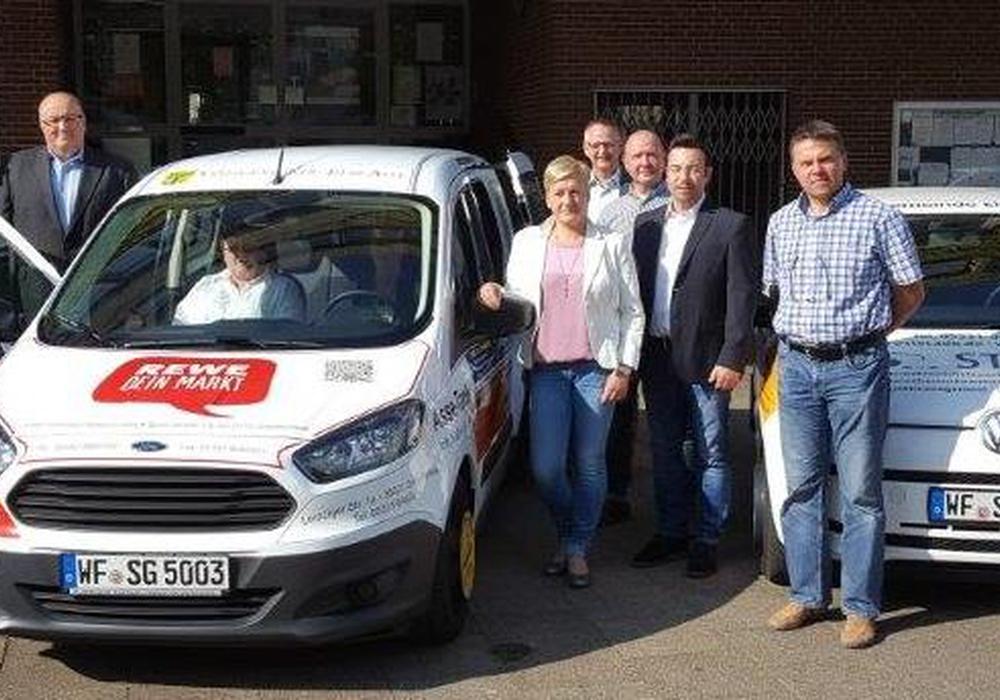 Die Übergabe des neuen Dienstfahrzeuges. Foto: Samtgemeinde Elm-Asse