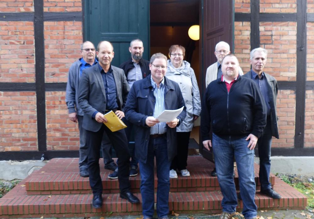Marcus Bosse reiste in den Osten des Landkreises nach Winnigstedt und informierte sich vor Ort über die Vorhaben der Gemeinde. Foto: SPD