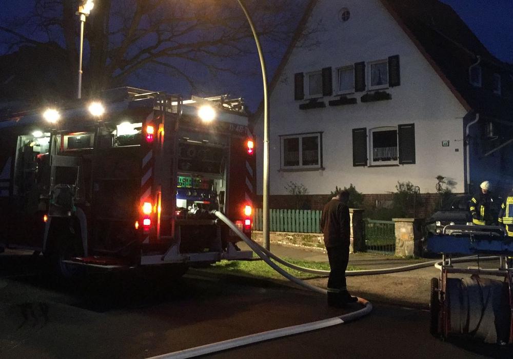 Der Brand stellte die Feuerwehr nicht vor Probleme. Fotos: Reporter vor Ort Bernd Dukiewitz