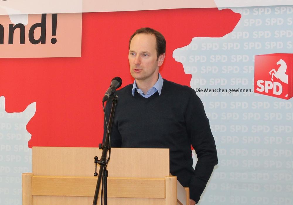 Bernd Telm erläutert den Parteitagsdelegierten den Fracking-Antrag. Foto: Privat