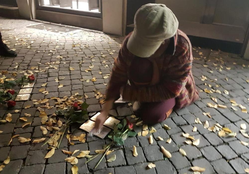 Die Stolpersteine wurden gereinigt. Fotos: Falken Braunschweig