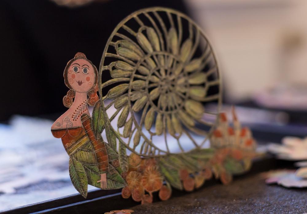 Märchenhafte Gestalten aus Kupfer von Hannelore Heise. Foto/Video: Alec Pein