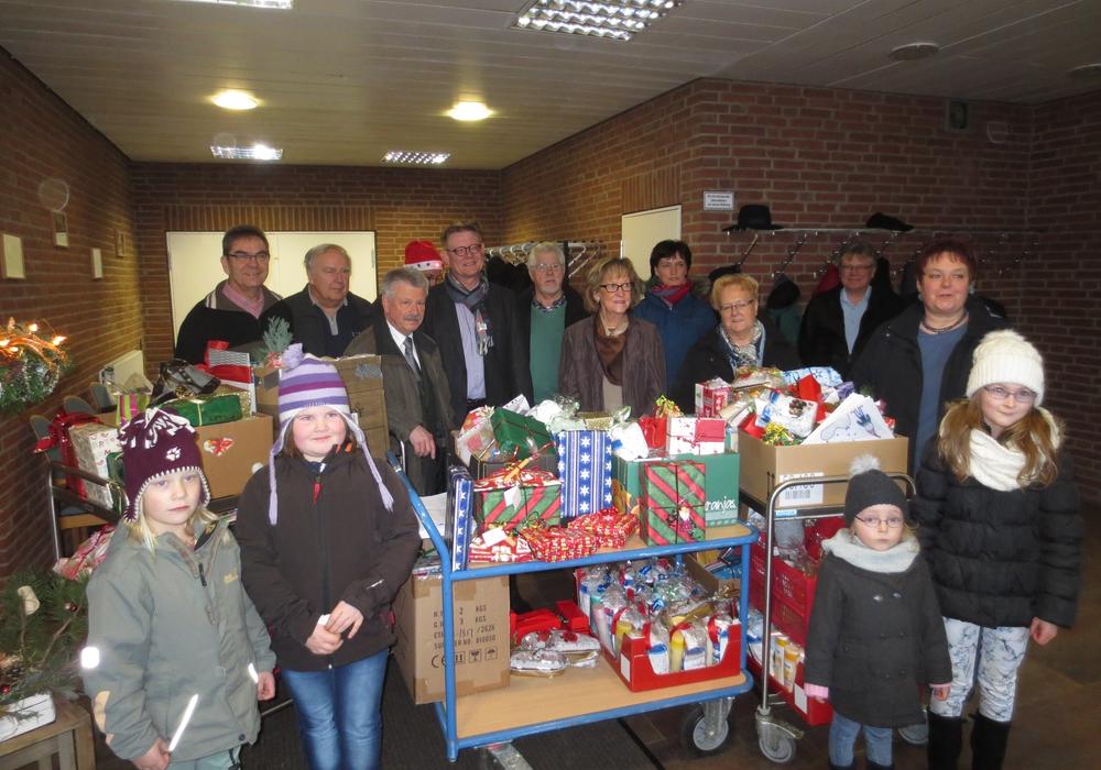 Die CDU Schladen beschenkte auch in diesem Jahr die Bewohner der Grotjahn-Stiftung. Archivfoto: Anke Donner