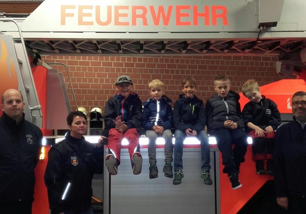 Die Kinderfeuerwehr Aplenstedt war bei den Wolfenbütteler Kameraden zu Besuch. Foto: Feuerwehr Apelnstedt