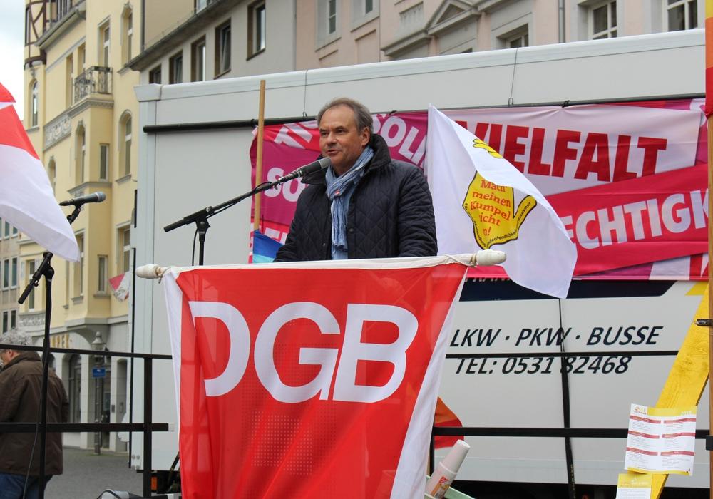 Oberbürgermeister Ulrich Markurth beim Grußwort auf der 1. Mai Kundgebung in Braunschweig. Fotos: Sandra Zecchino