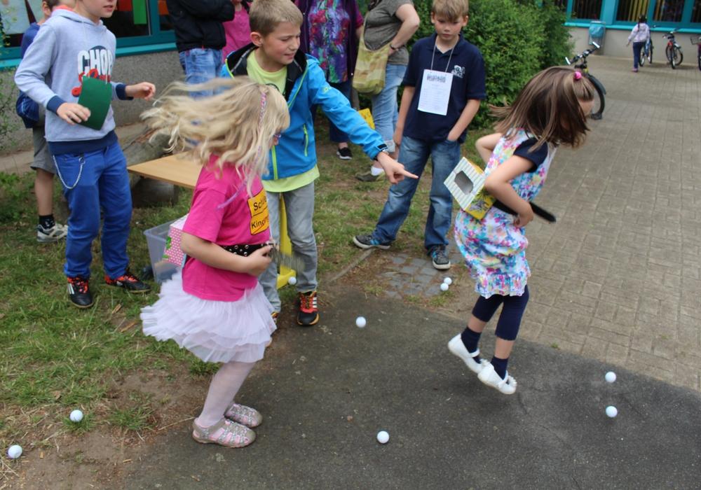 """Schulenrode im Endspurt zum Fest """"Wir sind das Dorf"""". Kinder freuen sich schon auf die Spiele. Foto: Jan Borner"""