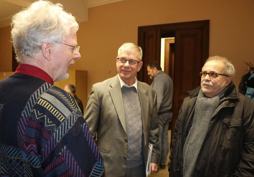 SPD Vorsitzender Andreas Fox im Gespräch mit Wolfgang Schmidt und Peter Mutzbauer. Fotos: SPD