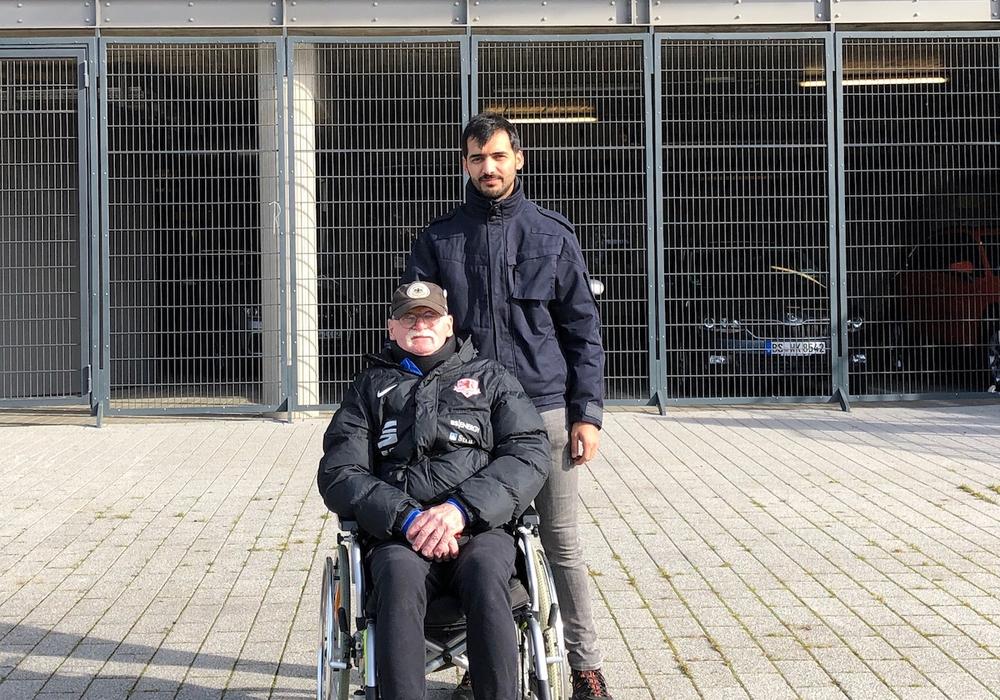 Eintrachtfans mit Handicap werden beim Besuch im Stadion begleitet. Foto: Freiwilligenagentur Wolfenbüttel