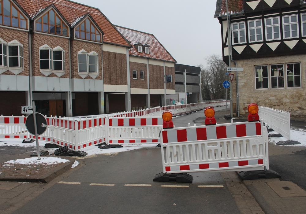 Derzeit geht am Schulwall für den motorisierten Verkehr nichts. Foto: Alexander Dontscheff