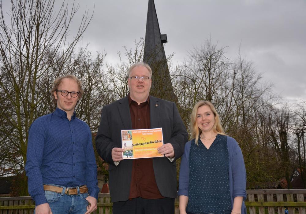 Freuen sich auf einen schönen Gottesdienst: Valentin Winnen (von links), Thomas Mogge und Elisabeth Rabe-Winnen. Foto: Kirchenkreis Peine