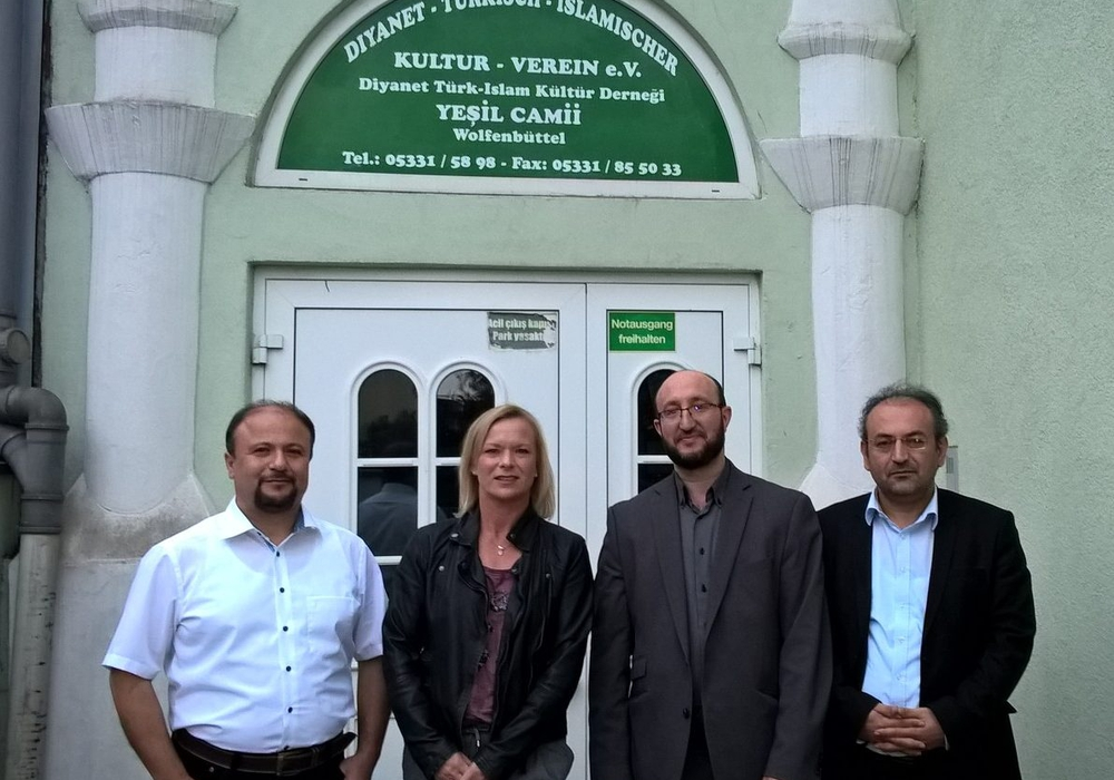 Von links: Musa Irilci, Dunja Kreiser, Religionslehrer Mehmet Simsek und Abdulvahap User. Foto: Privat