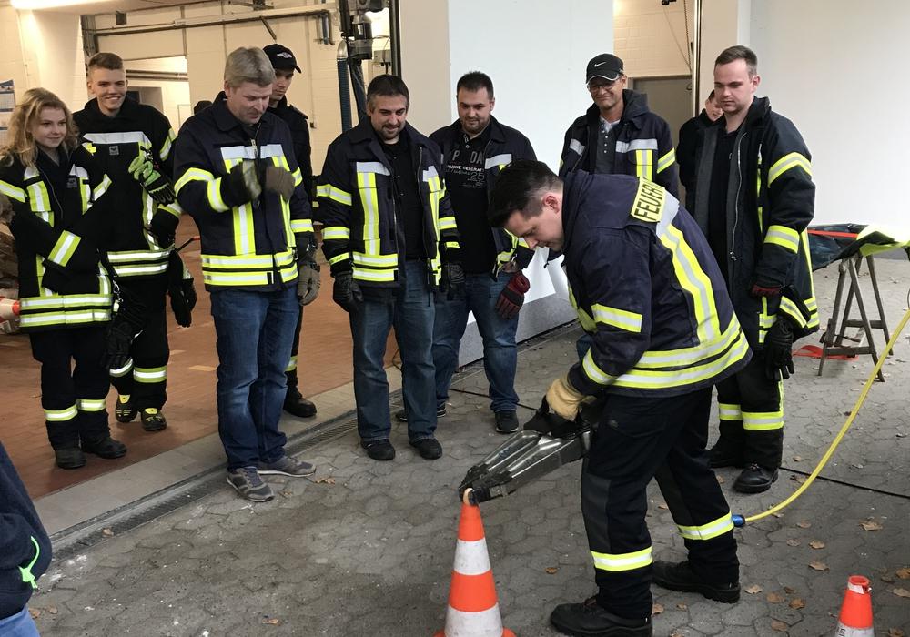 An mehreren Stationen konnten sich die Interessierten über die Arbeit der Feuerwehr informieren.  Foto: Feuerwehr Felchtorf