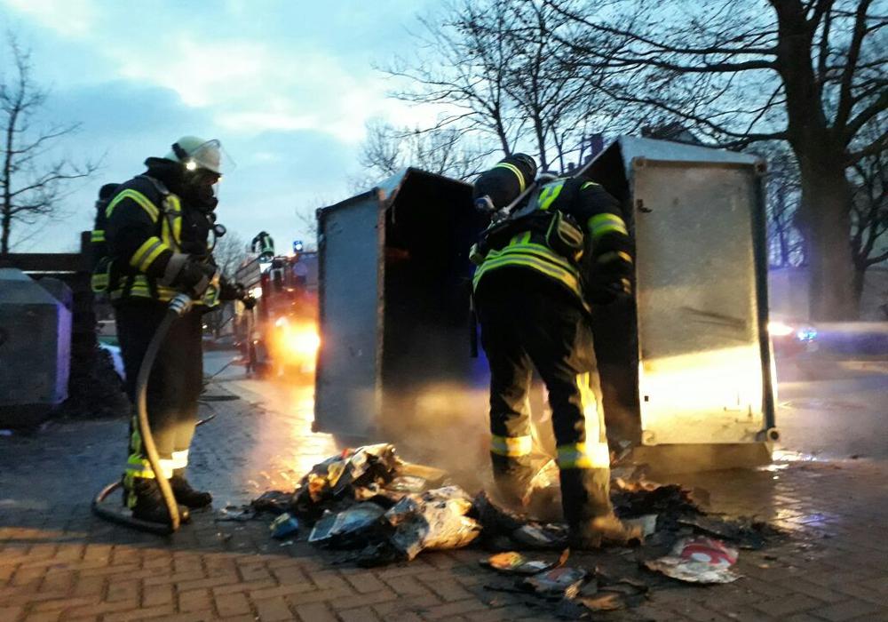 Wieder brannte ein Altpapiercontainer. Foto: Feuerwehr Wolfenbüttel