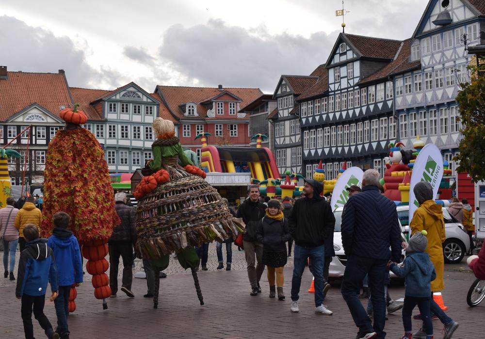 Der Stadtmarkt war das Zentrum des Herbstfestes und lockte vor allem Kinder mit seinen Hüpfburgen an. Fotos: Annabell Pommerehne