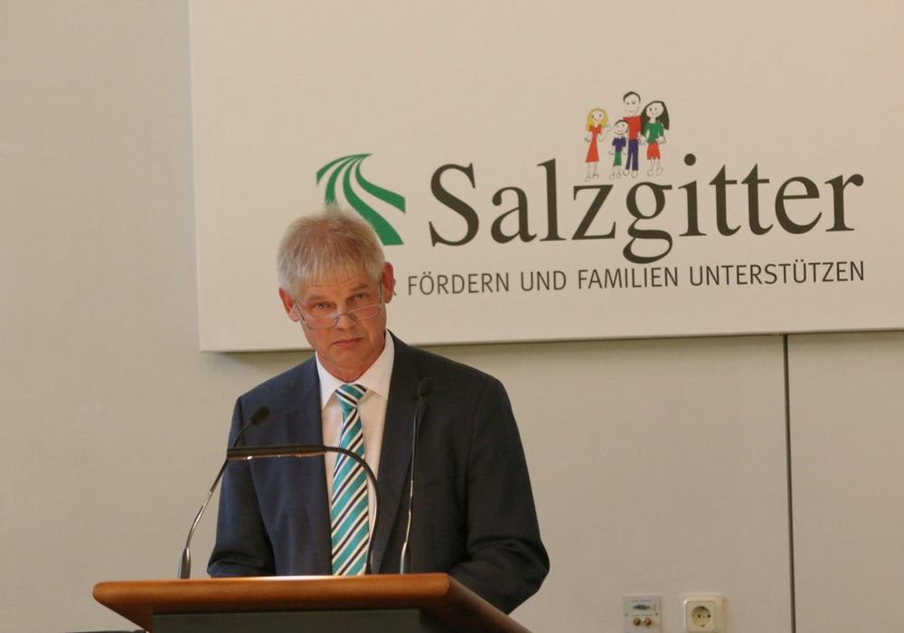 In der heutigen Ratssitzung ging es ausschließlich um Finanzen. Oberbürgermeister Frank Klingebiel brachte den Nachtrag für 2018 und einen Doppelhaushalt für 2019/2020 ein. Foto: Rudolf Karliczek