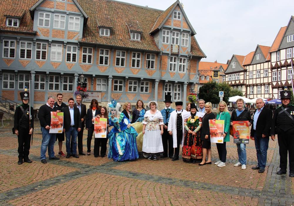 Organisatoren, Akteure und Sponsoren freuen sich auf das Altstadtfest. Foto: Max Förster
