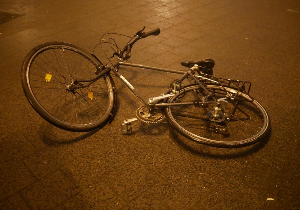 Junge fällt bei Zusammenstoß vom Fahrrad. Symbolfoto: Alexander Panknin