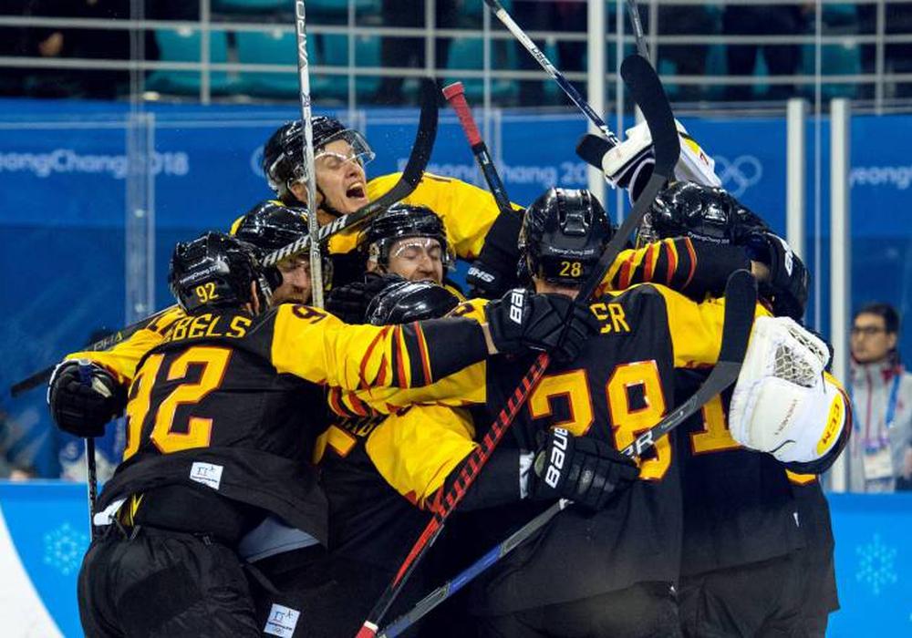 Unglaublich! Die deutsche Eishockey Nationalmannschaft steht im olympischen Finale. Damit können Björn Krupp und Gerrit Fauser von den Grizzlys eine Medaille holen. Foto: imago/Bildbyran