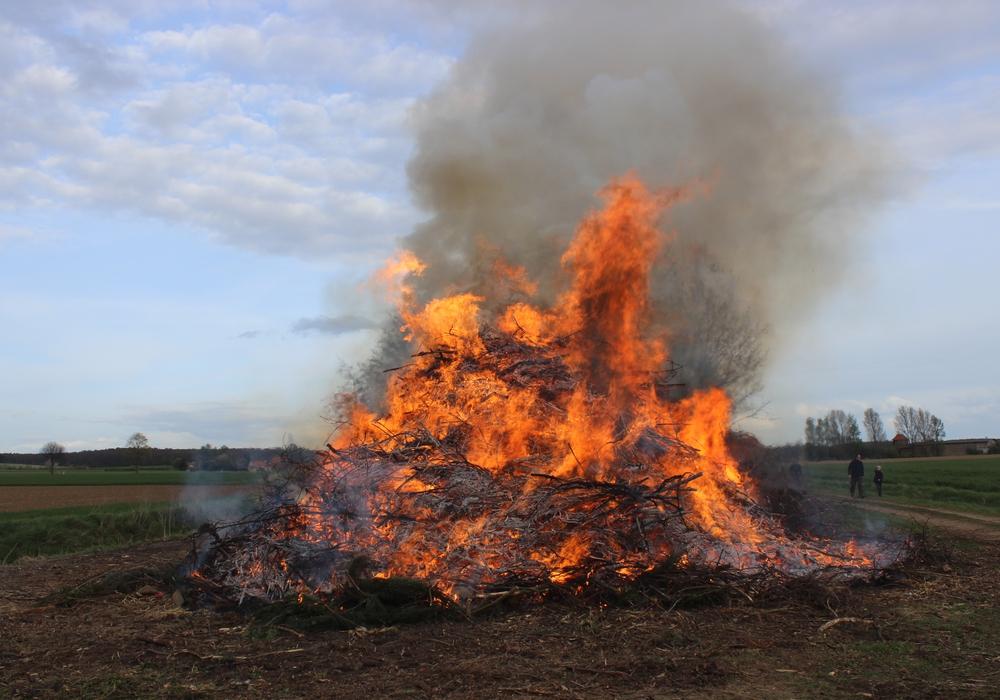 Auch in diesem Jahr werden in vielen Orten die Osterfeuer angezündet. regionalHeute.de zeigt auf einen Blick, wo die traditionellen Feuer angesteckt werden. Symbolfoto: Anke Donner