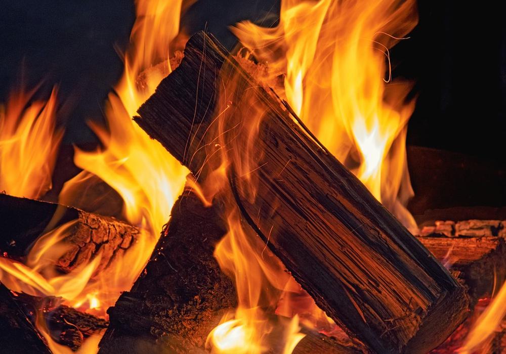 Holz, Kamin, Lagerfeuer, ofen, Feuer, Symbolbild: Pixabay