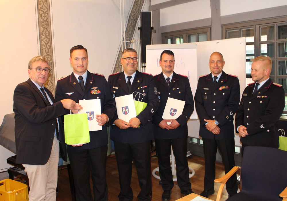 Bürgermeister Thomas Pink mit Lars Markwardt, Kurt Jakobi, Sven Dost, Marco Dickhut und Olaf Glaeske (v. li.). Foto: Alexander Dontscheff