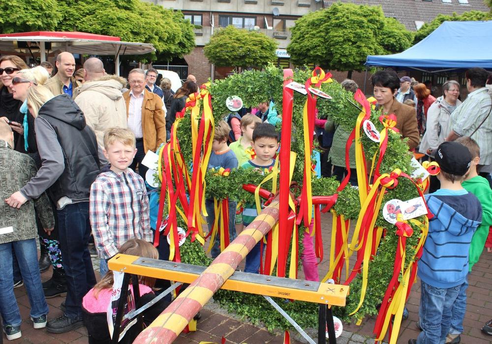 Das Aufstellen des Maibaums hat in Vienenburg Tradition. Foto: Vienenburger Bürgergemeinschaft