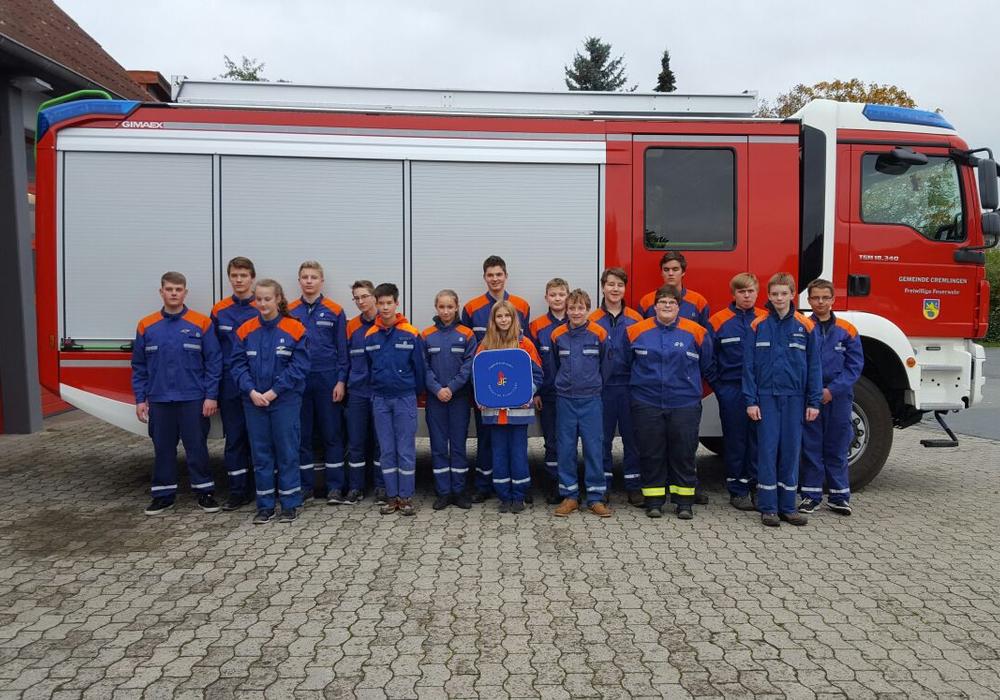 Die Nachwuchs-Feierwehrkräfte aus der Gemeinde Cremlingen legten die Jugendflamme ab. Fotos: Privat