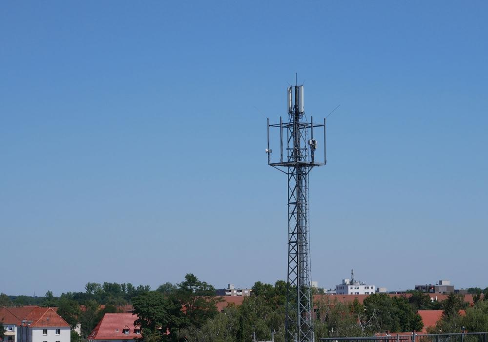 Jedes Handy, das mit einem Mobilfunkmast verbunden ist, wird Cell Broadcasts empfangen. Unabhängig von Apps oder der Internetverbindung. (Symbolbild)