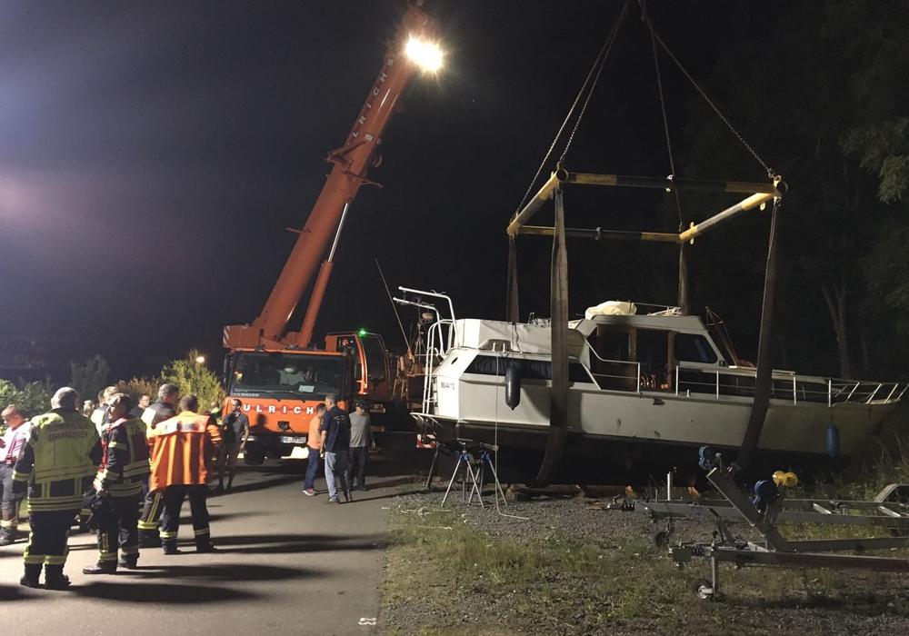 In Wedtlenstedt kam es am Dienstagabend zu einem Einsatz am Yachthafen. Fotos/Video/Podcast: aktuell24/bm