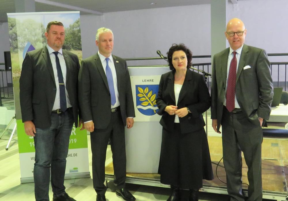 Von links: Andreas Busch, Dr. Marco Trips, Dr. Carola Reimann, Prof. Dr. Matthias Dombert. Foto: Gemeinde Lehre