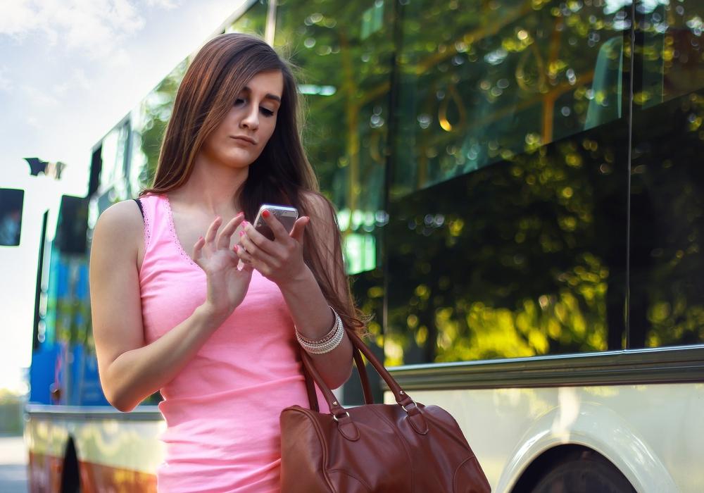 Wieder kein Saft? An der Bushaltestelle das Handy laden? Für Goslars Oberbürgermeister Dr. Oliver Junk eine tolle Idee. Symbolfoto: pixabay