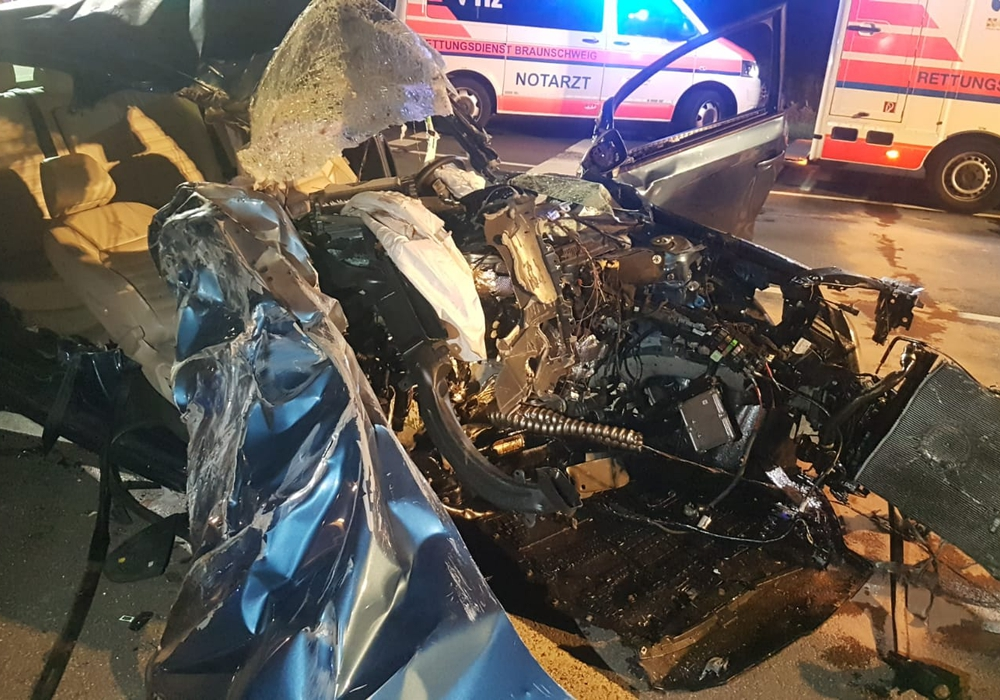 Die Ermittlungen zur Unfallursache laufen noch, Indizien sprechen momentan für eine deutlich überhöhte Geschwindigkeit des VW-Jetta. Foto: aktuell24(kr)