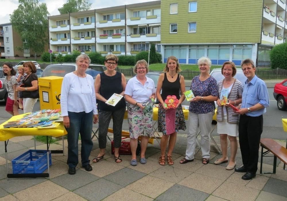 Die Organisatoren des ersten Kinder-Bücher-Flohmarktes an der Danziger Straße. Foto: privat