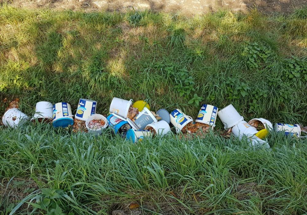 Entsorgte Essensreste. Foto: Polizei Peine.