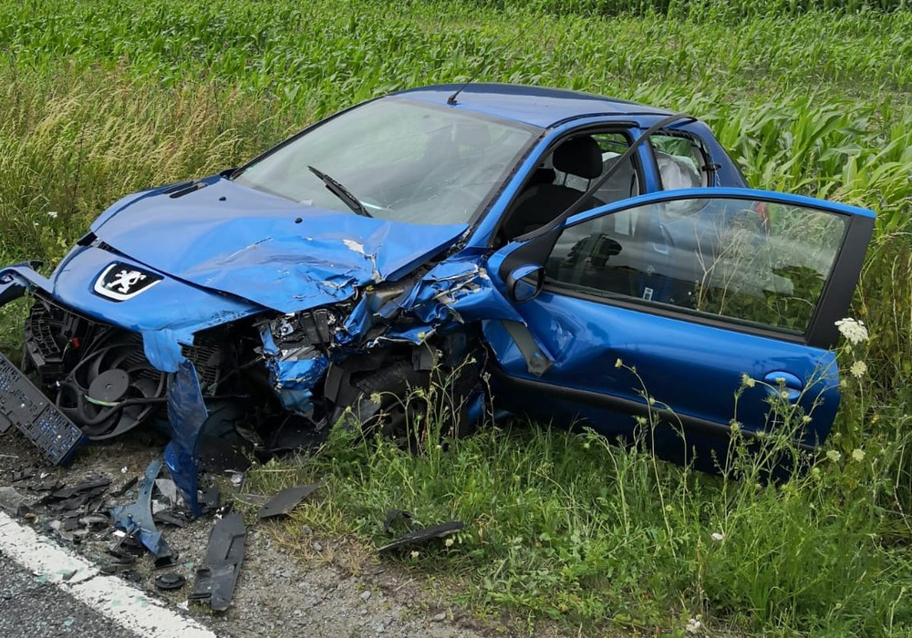 Der Peugeot nach dem Frontalzusammenstoß. Fotos: Samtgemeinde Velpke