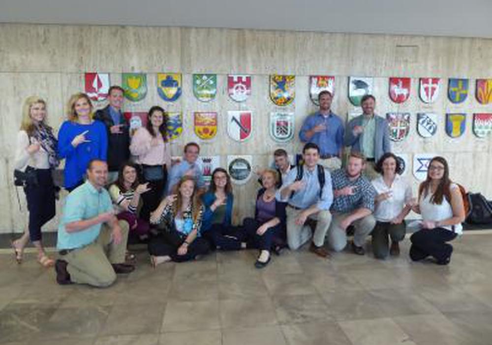 16 Studierende aus der Wolfsburger Freundschaftsstadt Chattanooga waren zu Gast im Wolfsburger Rathaus. Foto: Stadt Wolfsburg