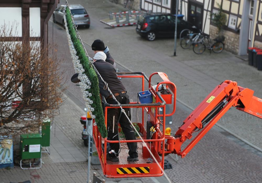 In der Stadt wird es allmählich weihnachtlich. Foto: Raedlein