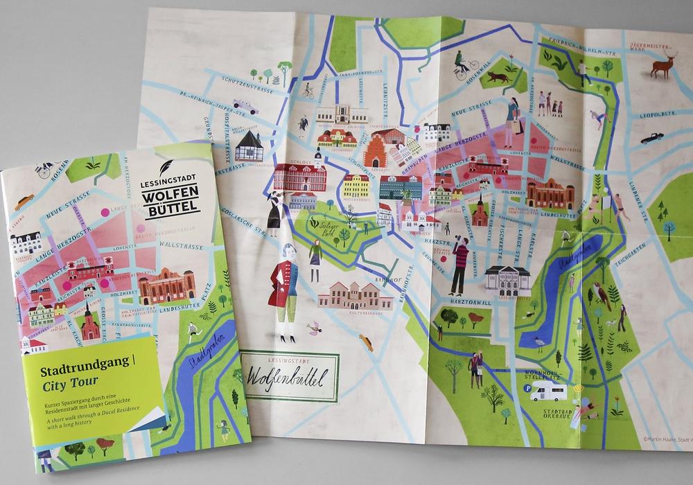Ab sofort ist die neue Stadtrundgangbroschüre erhältlich. Foto: Raedlein/Stadt Wolfenbüttel