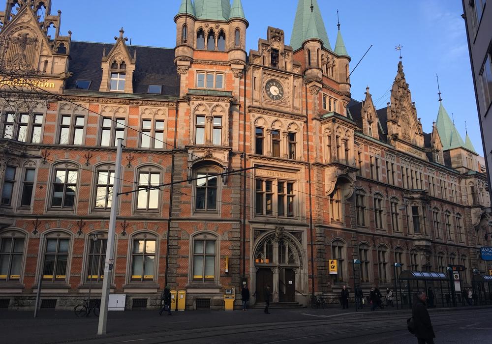 Die Postbank will in der Innenstadt bleiben. Foto: Alexander Dontscheff