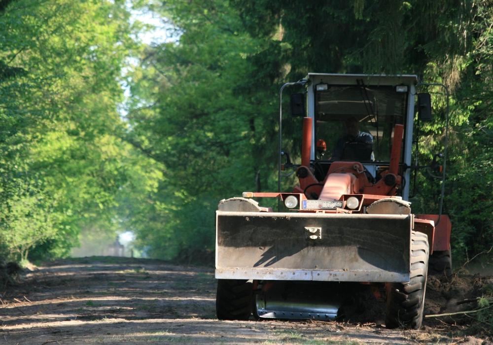 Wegebau mit einem Grader. Foto: Niedersächsische Landesforsten