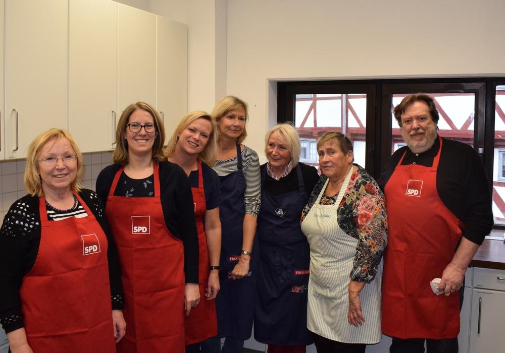 Elke Wesche, Inga Dixon, Dunja Kreiser MdL, Elke Kochsiek-Dieke, Marianne Effe, Sigrid Berkau und Heinz-Rainer Bosse (v. li.). Foto: SPD