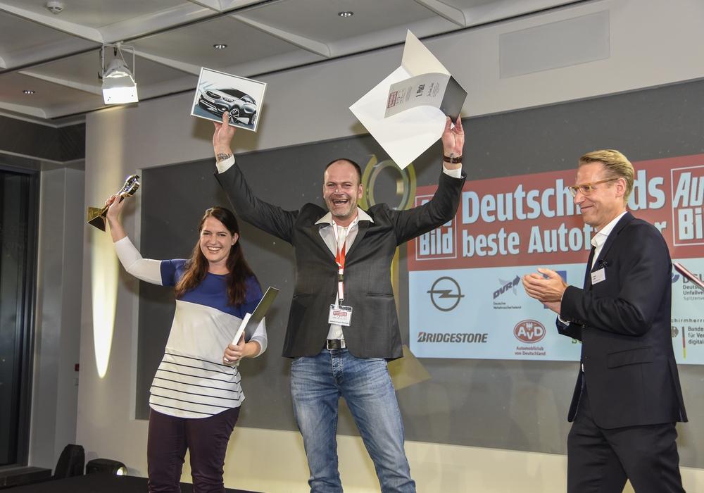 Gewinner Jens-Christof Stümpel aus Wolfenbüttel ist offiziell Deutschlands bester Autofahrer. Foto: Opel