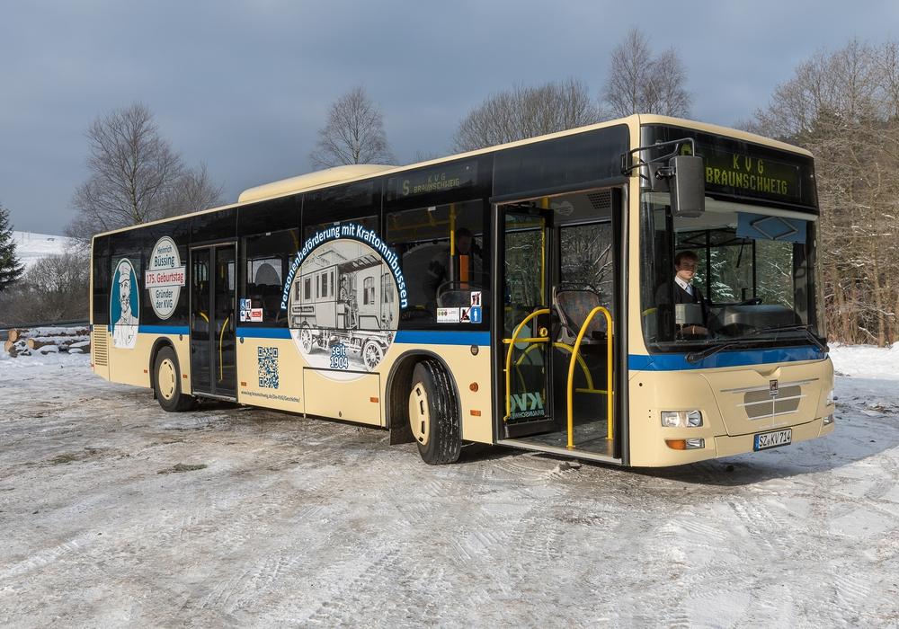 """Zum 175. Geburtstag von Heinrich Büssing, Erfinder, Buspionier und Unternehmensgründer der KVG, ist im Verkehrsverbund Region Braunschweig auf den KVG-Linien ein """"Retrobus"""" unterwegs. Foto: KVG Braunschweig"""