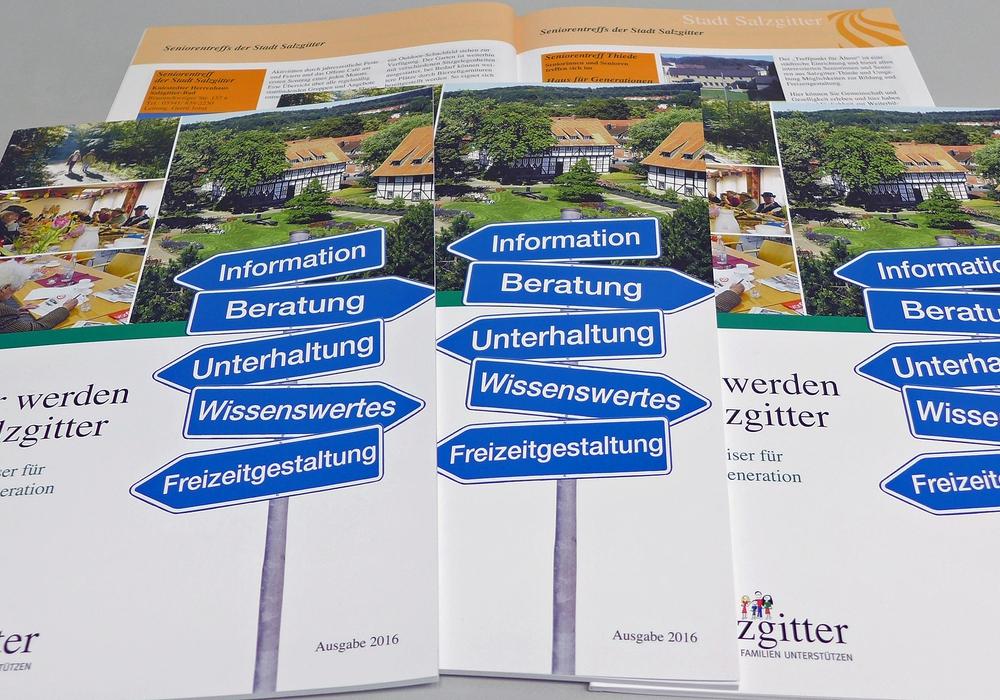Die neue Ausgabe des Seniorenwegweisers ist erhältlich. Foto: Stadt Salzgitter