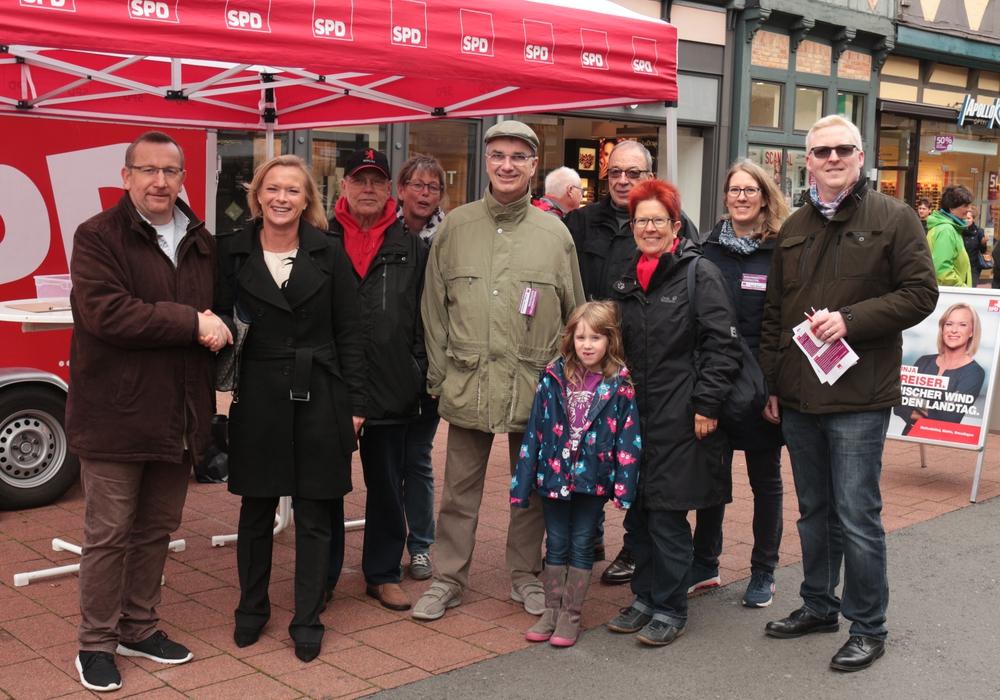 Die SPD war am gestrigen Samstag mit einem Info-Stand in der Fußgängerzone vertreten. Foto: SPD