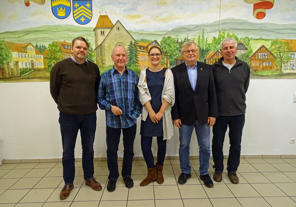 Atzums neuer Ortsrat v.l.n.r.: Matthias Wagner, Horst Neubauer (beide SPD), Kerstin Emde, Heinz-Jürgen Lingelbach (beide CDU), Claus Herrmann (Grüne) Foto: Privat