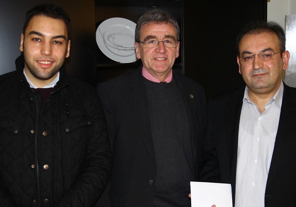 Mustafa User, Bürgermeister Thomas Pink und Abdulvahp User. Foto Stadt Wolfenbüttel
