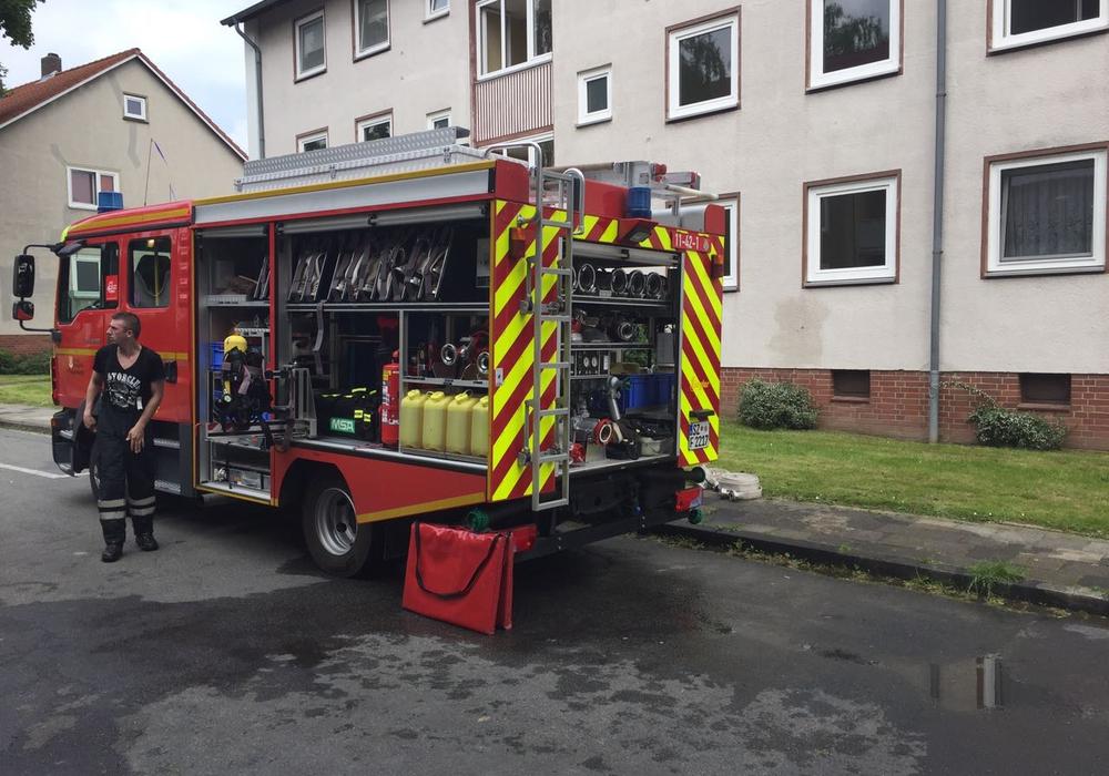 Die Feuerwehr musste zu einem Brand in der Beethovenstraße ausrücken. Fotos: Anke Donner